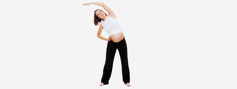 asana de media luna para embarazadas