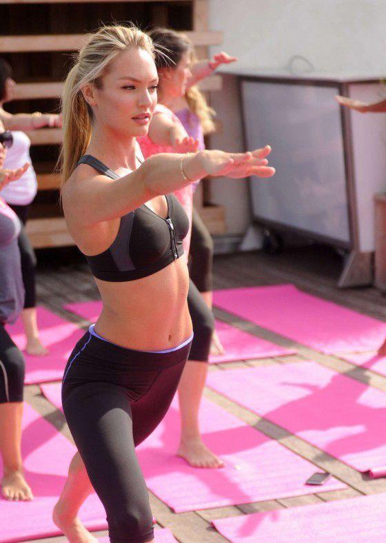 Candice-Swanepoel-yoga
