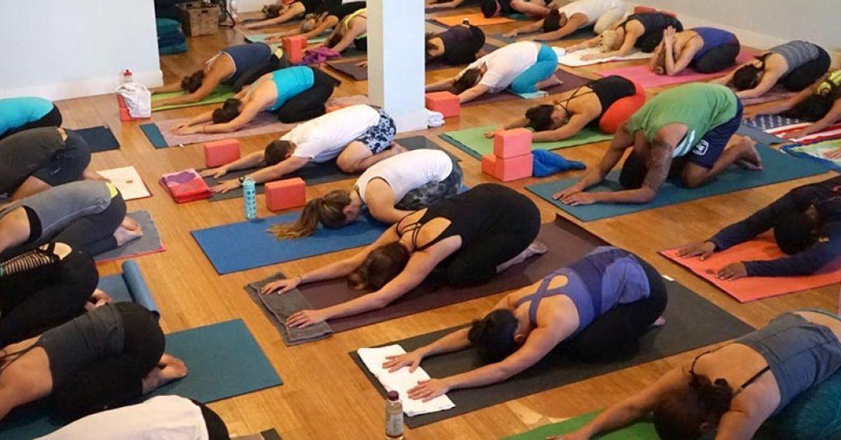 C mo deber an ser las buenas clases de yoga - Clases de yoga en casa ...