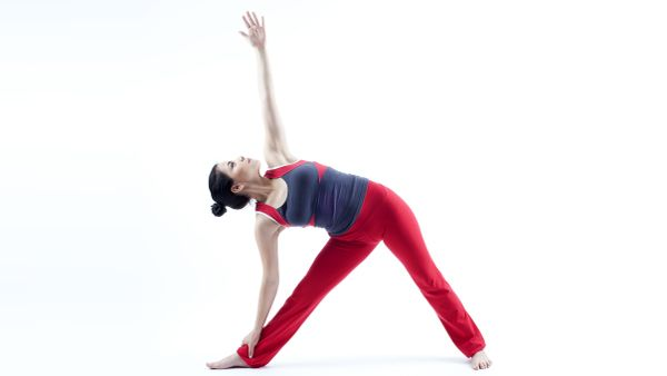 Postura del triángulo extendido