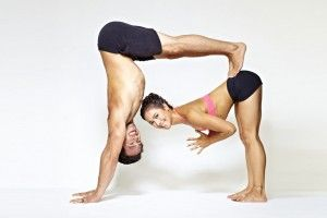 Yoga en pareja: Posturas, videos e imágenes en PDF