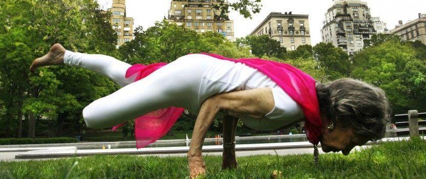 Yoga para mayores. Ejercicios por edad, Beneficios y PDF