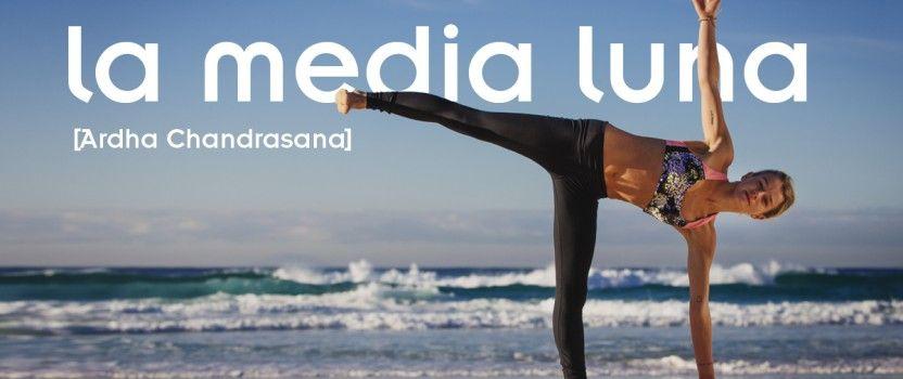 Ardha Chandrasana – Postura de la Media Luna – WideMat