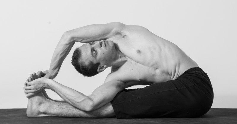 Postura de yoga Parivrtta Paschimottanasana