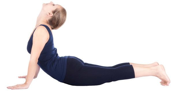 postura de yoga de la cobra