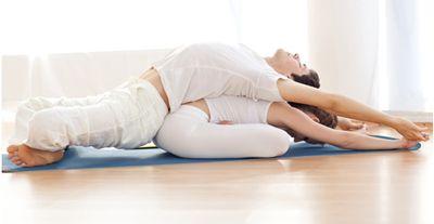 yoga-en-pareja13