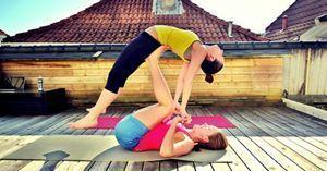 Beneficios de practicar yoga en pareja