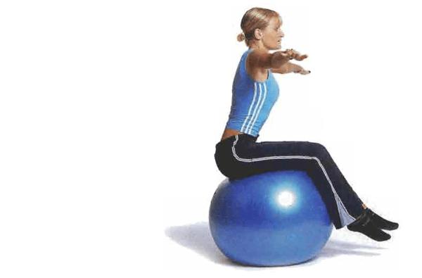 equilibrio sentado con pelota suiza